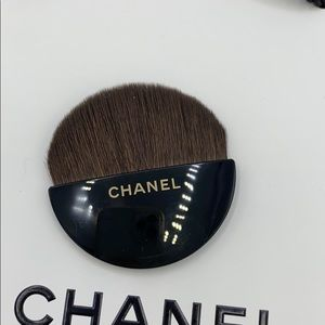 New Chanel Les Beiges Mini Contouring Round Brush